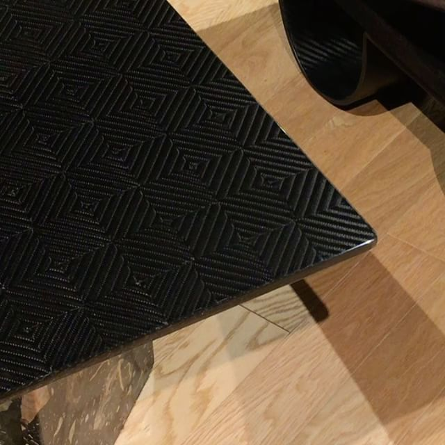 HIKO銀座店では、テクノモンスター社のカーボンファイバー製のテーブルや椅子もご紹介しています。 #ginza #hiko #carbonfibre #carbonfiber #tecknomonster #table #furniture #madeinitaly #銀座 #日子 #テクノモンスター #カーボンファイバー #インテリア #家具