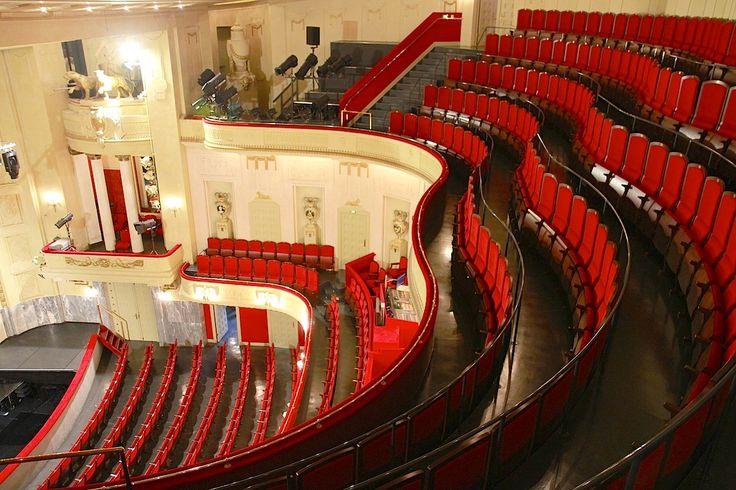 Staatstheater Cottbus, Großes Haus. Der Zuschauerraum vereint Geschichte und Glanz