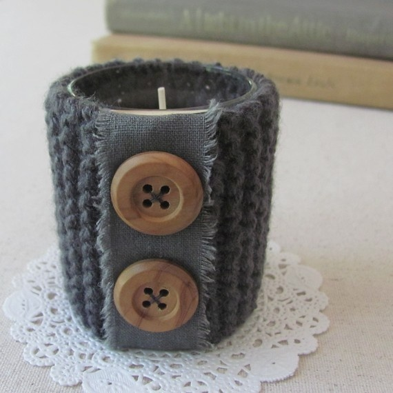 knitted 'coat' for candlelight, with linnen and buttons