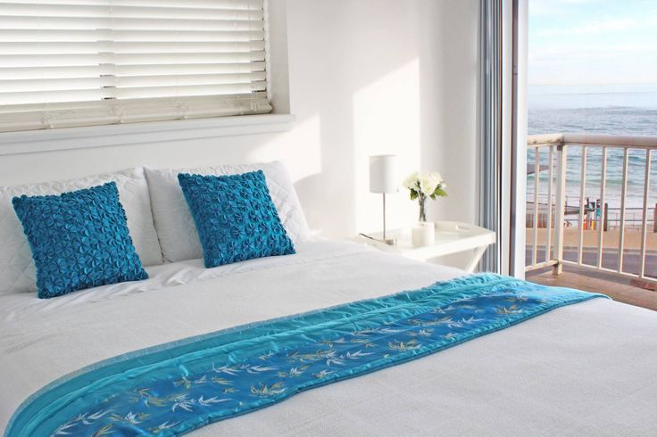 Group Accommodation. Rooms with beach views. Walk across to the beach
