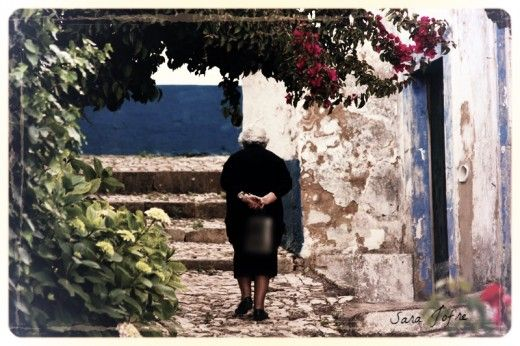 Old lady in Alenquer (2014)