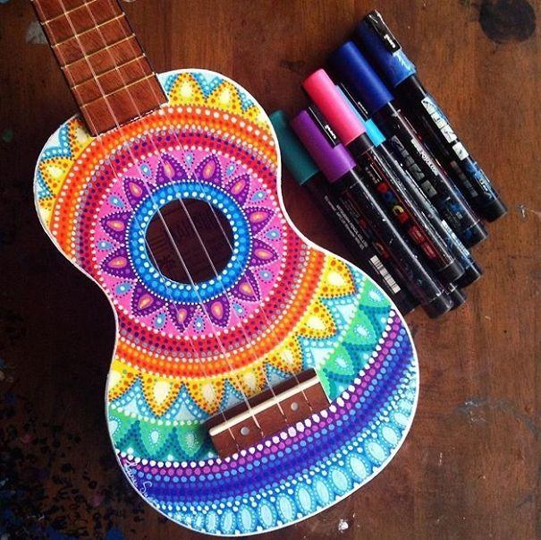 strumenti musicali decorati chitarre artista decorazione pittura 4