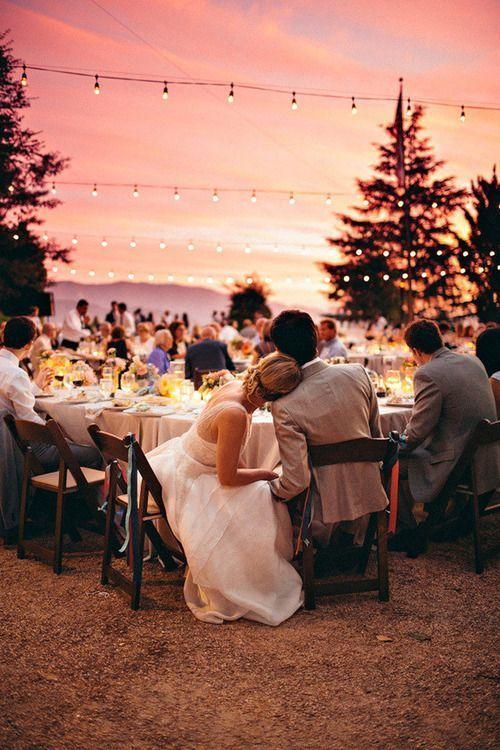 夕暮れを楽しみながらみんなでわいわいガーデンパーティ♡ 真夏にぴったりのウェディング・ブライダルのアイデア。