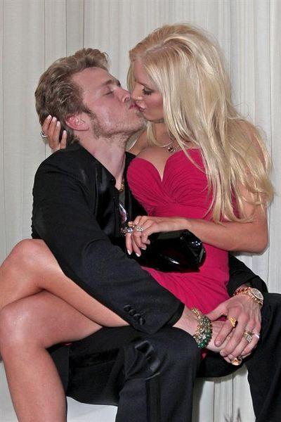 Heidi Montag & Spencer Pratt kissing compilation @ www.wikilove.com