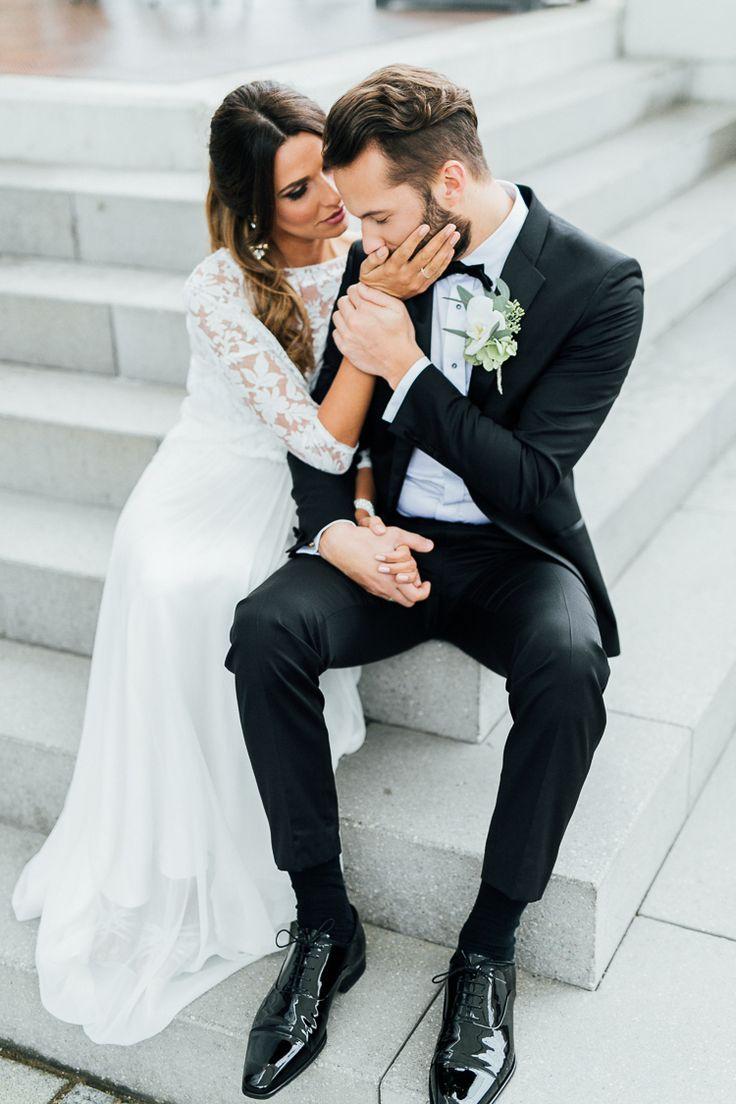 Minimalistic monocrome wedding by Marina Scholze Photography