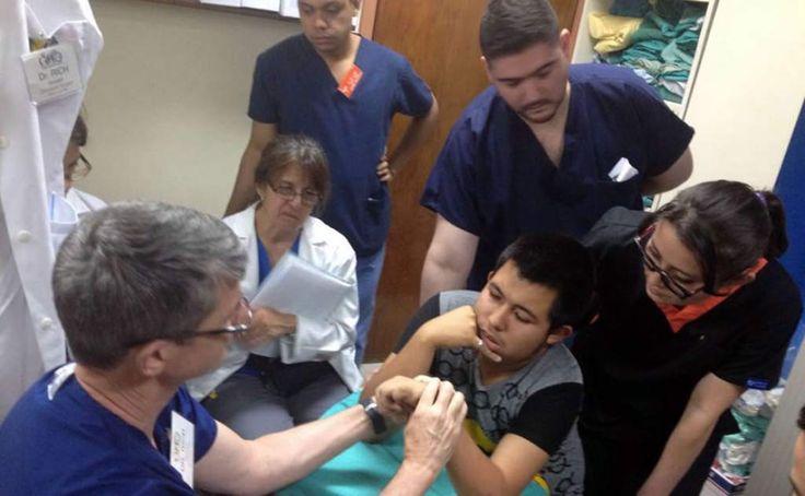 Este lunes comienza reconstrucción de manos en el hospital Escuela 28 May 2016 / 10:33 PM /  El vocero del centro médico informó que se inaugurará moderno quirófano de sala de quemados. El sábado se llevaron a cabo las evaluaciones para la selección de pacientes.
