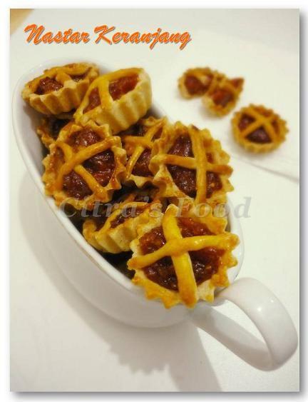 Nastar keranjang mini. mini basket with pineapple jam filling cookies.