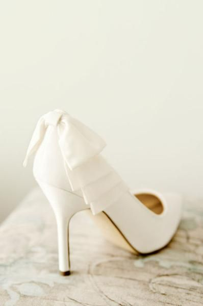 chaussures blanches gros noeud