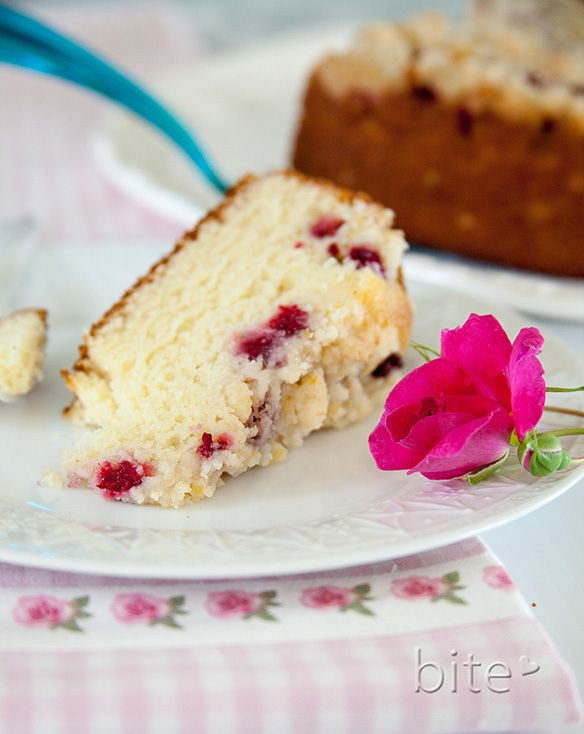 fresh raspberry streusel cake