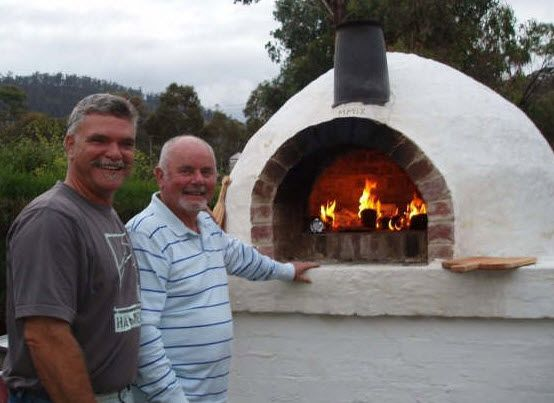 Google Image Result for http://apaacheblue.net/pizza_oven/images/johns_pizza_oven.jpg