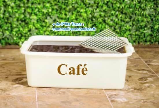 Plongez la grille du bbq avec du café