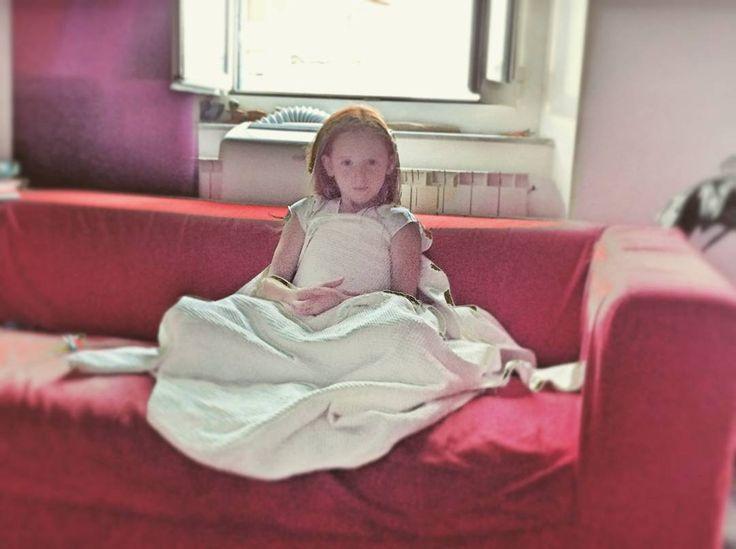 White princess... (la mia stellina)  #intalike #instalife #instamoment #vita #life #figlia #daughter #rosso #red #bianco #white #redandwhite #child #bambina #resting #riposando #princess #principessa #l4l #like4like #likeforlike #fotografia #photography #controluce
