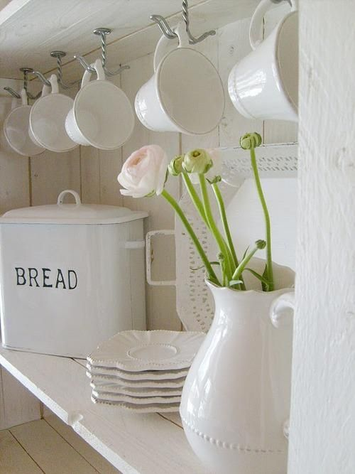 ~: Sweet, Cups, Breads Boxes, Decor Details, Stina House, White Dinnerware, White Rooms, Decor Without, Pretty Decor