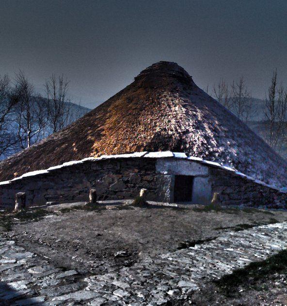 La palloza gallega. Arquitectura tradicional de pastores de la sierra de Os Ancares en el camino de Santiago