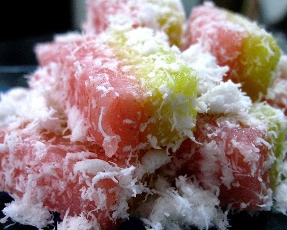 Simak informasi Cara Membuat Resep Ongol Ongol Sagu Enak yang sangat membantu ketika Anda mencari Cara Bikin Kue Ongol Ongol.