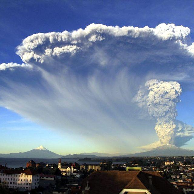 L'eruzione del #Calbuco vista da #PuertoVaras, #Cile