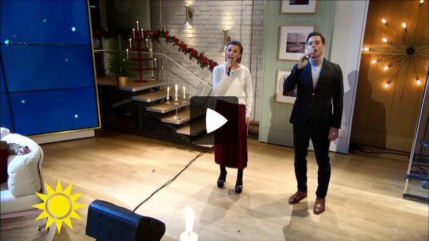 """Elisa Lindström och Christopher Wollter sjunger """"någonting bra"""" ur The Sound of Music som just nu spelar på Nöjesteatern i Malmö"""