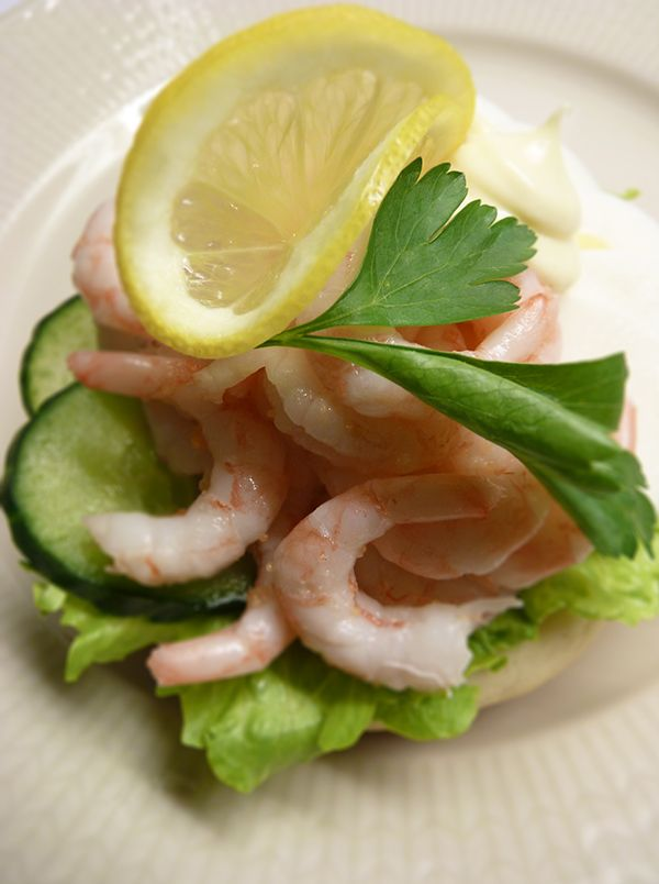 God räksmörgås med ägg och äkta majonnäs. Läs mer på recept.com