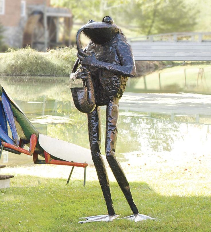 Handmade Metal Giant Saxophone Frog Garden Art Sculpture   This Will Stop  And Make Them Look