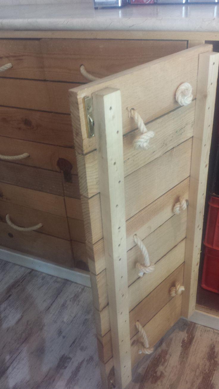 Mueble bajo con puertas imitación cajones con tirador de cuerdas B