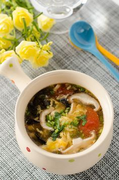Chinese Authentic Hot and Sour Soup (酸辣汤) - Omnivore's Cookbook - Hot and sour soup is a very popular dish, whether in China or at overseas Chinese restaurants. The soup has an appetizing sour and spicy flavor and contains various vegetables, eggs and meats. Although it's a nice soothing winter soup that will warm you up immediately, I really enjoy eating it throughout the year.