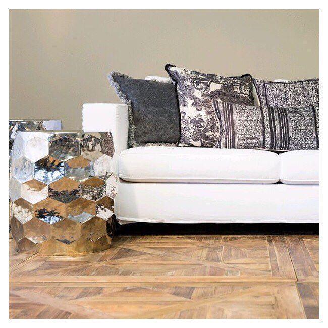 die besten 25 hocker mit fell ideen auf pinterest hochschule schlafzimmer dekor gem tlicher. Black Bedroom Furniture Sets. Home Design Ideas