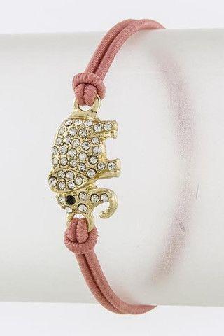 Beau petit bracelet rose ajustable avec éléphant !! :) 15$. Fait partie de ma collection avec @Vickie Hsieh Hsieh Blehm Collection, dispo le 26 mai !  http://www.shop-vlb.com/collections/cynthia-du/products/elephant-bracelet  #bracelet #rose #elephant #jewlwery #crystal #armcandy