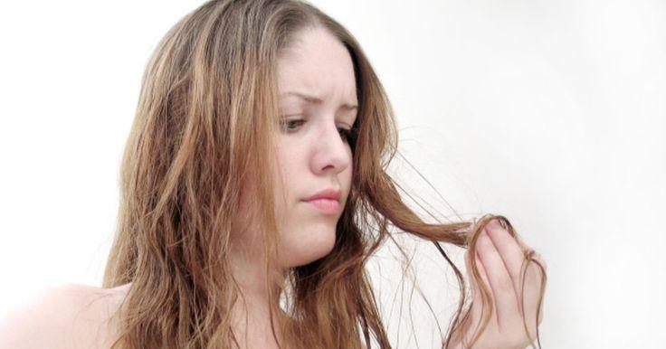 Störrische, kaputte Haare brauchen viel Extrapflege, damit sie wieder schön glänzend und geschmeidig werden. Eine Haarkur zwischendurch ergänzt das Pflegeprogramm – und lässt sich ganz leicht selber machen.