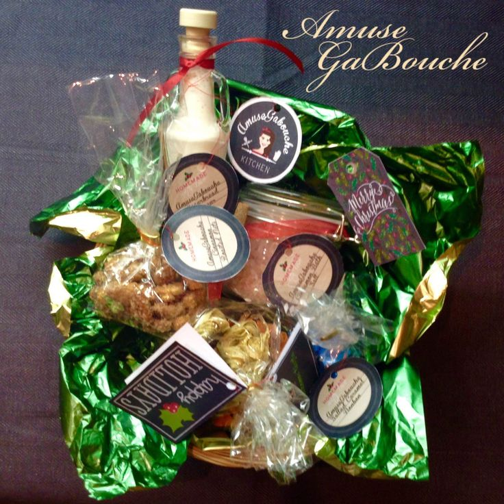 Christmas DIY - Edible Gifts: 1.Homemade Paprika Tagliatelle; 2.Homemade Basil Tagliatelle; 3.Cinnamon Roasted Nuts; 4.Gingerbread Liqueur