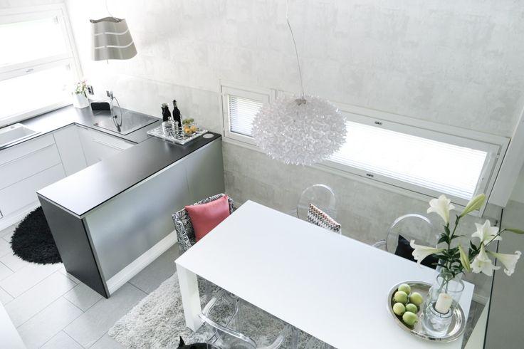 Interior by Jutta K.N: 3h, keittiö ja sauna - entiset 83m2
