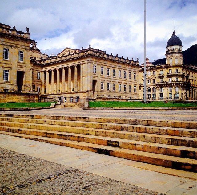 Bogota D.C., Colombia. Fachada posterior, Capitolio Nacional sede del Congreso de la República, al fondo el torreón de la bandera del Colegio Mayor de San Bartolomé.