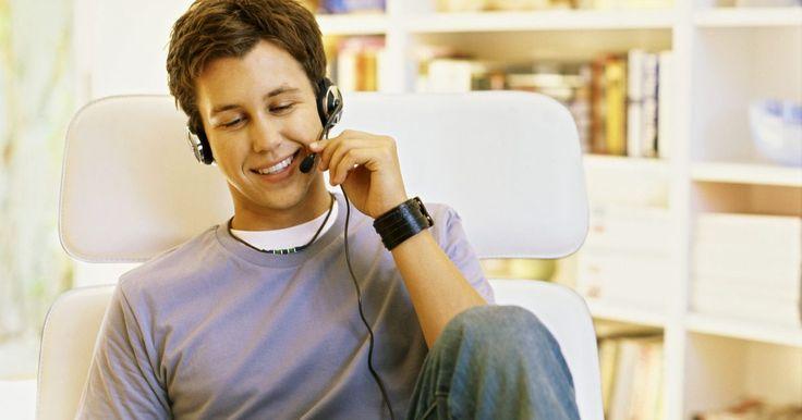 Cómo construir una aplicación de reconocimiento de voz. Cómo construir una aplicación de reconocimiento de voz. La construcción del reconocimiento de voz en tus aplicaciones puede simplificar la entrada de texto o hacer más fácil el control del texto sin utilizar el teclado o el ratón. Aunque puede ser muy difícil construir un programa de reconocimiento de voz por ti mismo, puede ser muy fácil integrar ...