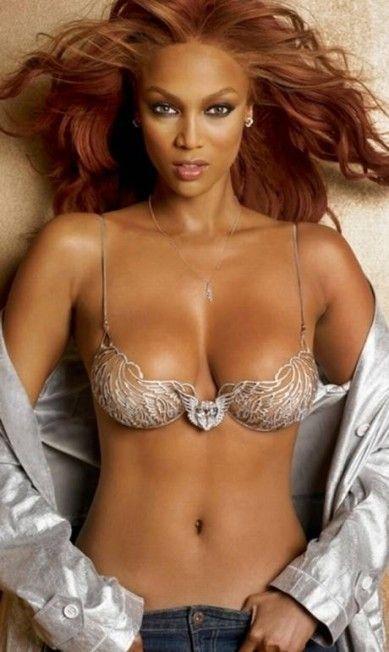 """Em 2004, a Tyra Banks usou o Heavenly """"70"""" Fantasy Bra, que custou US$ 10 milhões para a Victoria´s Secret Divulgação"""