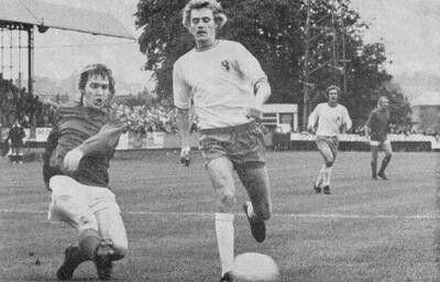 Aldershot 0 Mansfield Town 1 in Sept 1972 at the Recreation Ground. Steve Melldew shoots wide for Aldershot #Div4