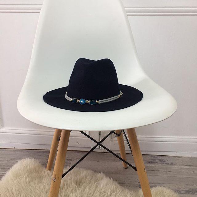 Quand on pense que ce sublime chapeau est à -50% !!  😱sur www.shopnextdoor.fr !  • Chapeau Milwaukee blue #Amenapih by #hipanema #shopnextdoor #hat #onlineshop #soldes