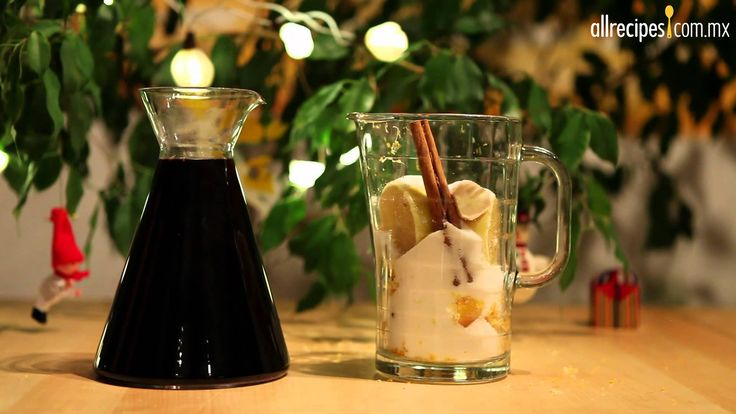 Ponche caliente es sinónimo de Navidad para muchos de nosotros. En este video aprenderás a preparar una versión diferente al ponche de frutas. Esta versión d...