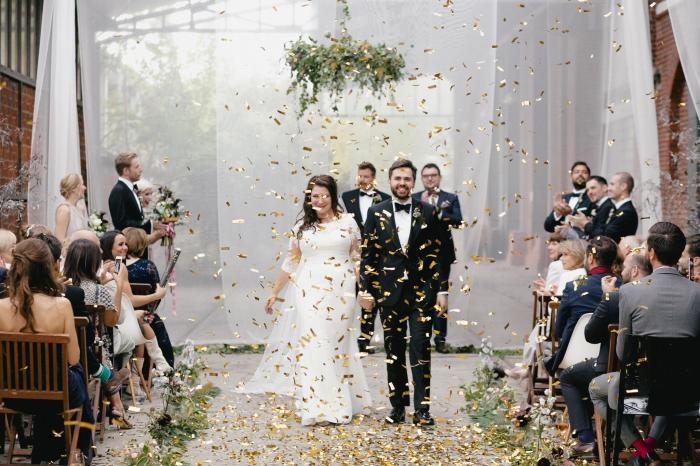 Urbane Hochzeit Berlin mit Glitzerkonfetti / Goldkonfetti / Goldregen. Urban industrial chic Wedding in Berlin by misterandmissesdo.