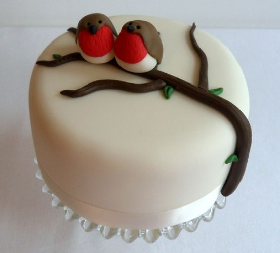 Robin Cake - so adorable!!! A nice concept for Christmas cake (Christmas Bake Decorating)