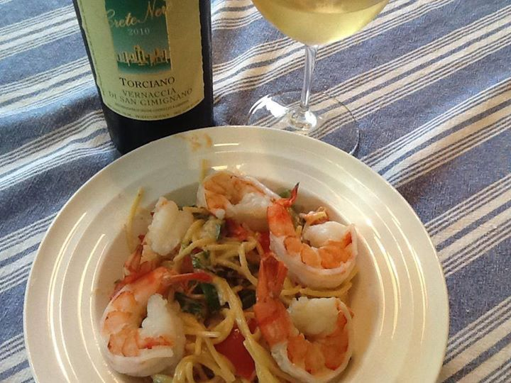 Thanks fo our friend John for this yummy food pairing: #vernaccia Crete Nere with shrimp.