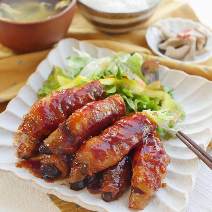 「肉巻きなすのケチャポン酢豚」のレシピと作り方を動画でご紹介します。豚バラ肉でなすをくるくると巻いて、ケチャップとポン酢で炒めたジューシーなひと品です。甘辛い味付けで、お子様にも喜ばれることまちがいなし!お弁当おかずにもおすすめです。
