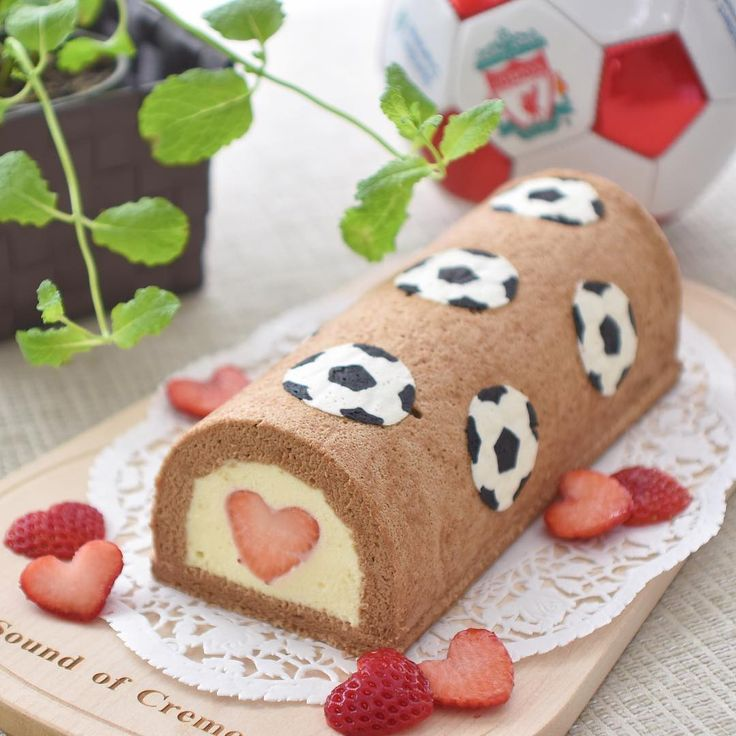 Birthday deco Soccer cake filled with family love ❤️ サッカー⚽️が大好きな友人のご主人のお誕生日ケーキ。切っても切っても出てくるハート、家族みんなの愛❤️が詰まっています😊 お誕生日おめでとうございます🎉 ***  #soccer   #decorollcake   #birthday   #chocolate   #strawberry   #whitechocolate   #mousse   #cotta   #wp_delicious_jp   #lin_stagrammer   #homemade   #サッカー   #デコロール   #チョコレートケーキ   #ムース   #誕生日ケーキ   #イチゴ   #ハート   #手作り   #イチゴは全部日本産 👍