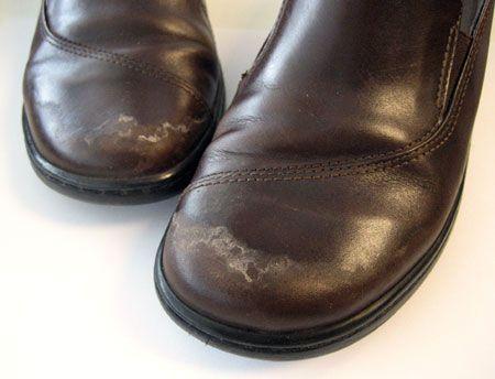 Как удалить пятна соли с кожаной обуви