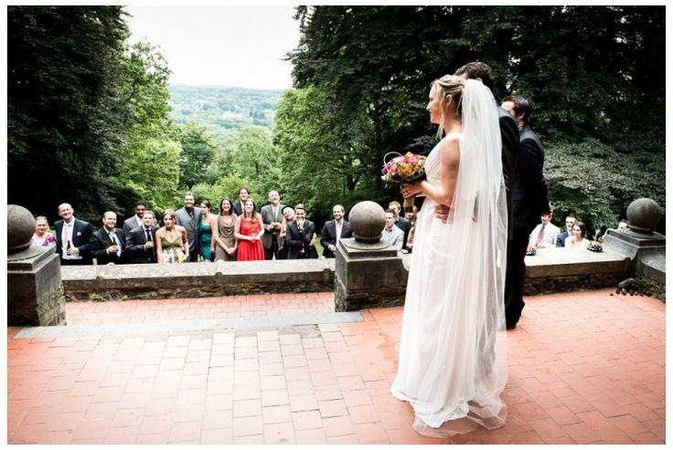 wedding, ceremonie buiten, bruiloft, ardennen, spa, villa boqueteau, foto: www.sjurlie.nl