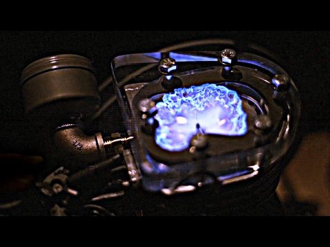 A Transparent Engine Filmed in Slow Motion Provides an In-Depth Look at How Engines Work