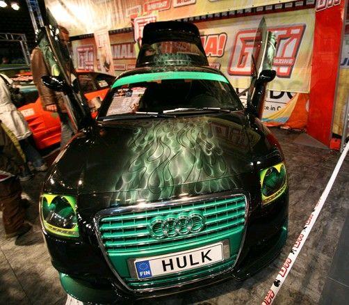 Un auto sorprendente! Puede hacer lo mismo con la pintura luminiscente para metal.  www.acmelight.la