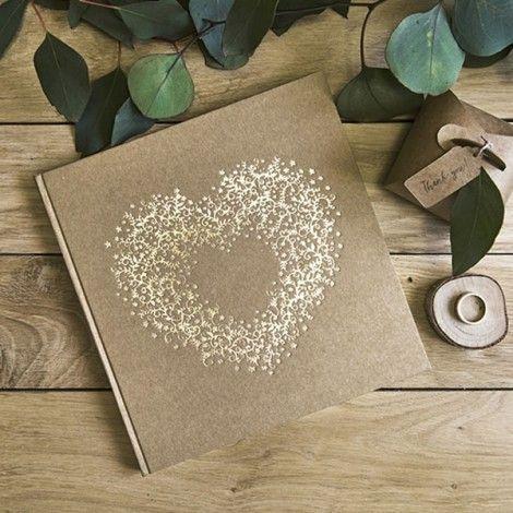 Pour conserver les voeux de vos invités ou pour créer un album photo de mariage, craquez pour ce livre d'or sobre et classe composé de 22 pages blanches.