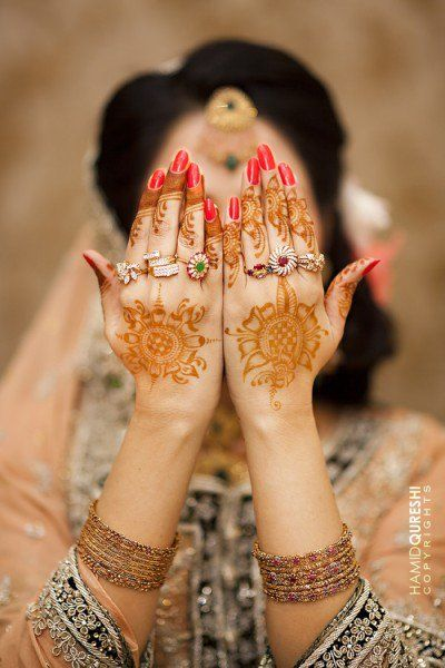 Designer Mehndi, Mehndi nupcial, Mendi árabe, aplicados na palma da mão ( Beautiful-Collection-of-Henna-Mehndi-Designs_24--GenCept-700x1050)