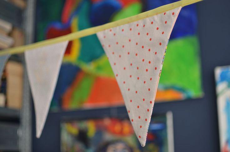 Zelf een vlaggenlijn naaien. Leuk project om te leren naaien op de naaimachine.