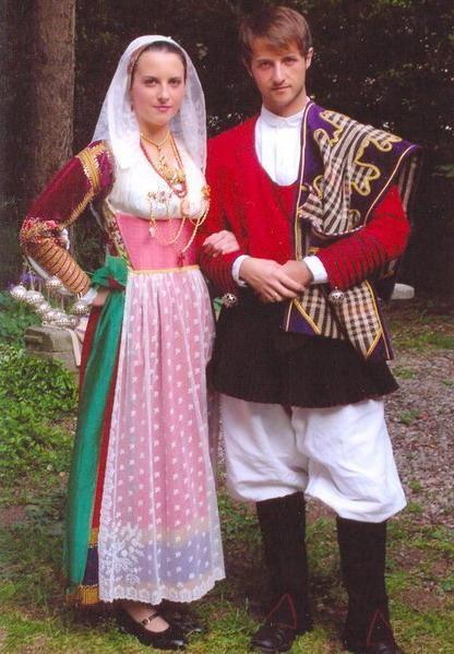 coppia con il tipico costume di Ittiri