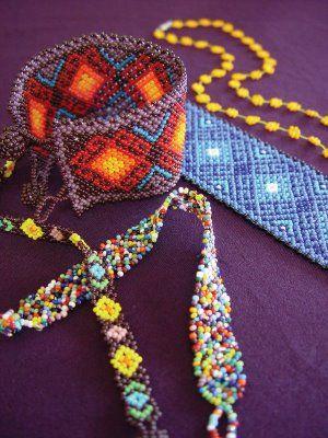 Artesania Huichol (Wixarika): Collares y Pulseras de los Huicholes - El Arte Huichol de la Chaquira
